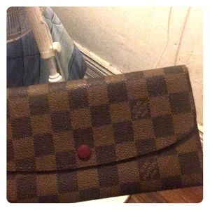 I'm selling a women's Louis Vuitton wallet